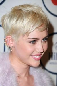 tagli di capelli corty miley
