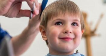 ti spieghiamo come tagliare i capelli ai bambini