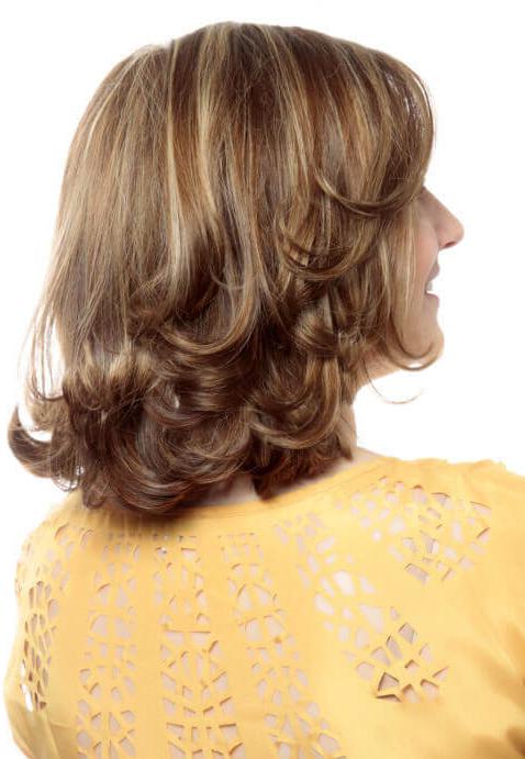 uno dei tagli di capelli medi più frizzanti