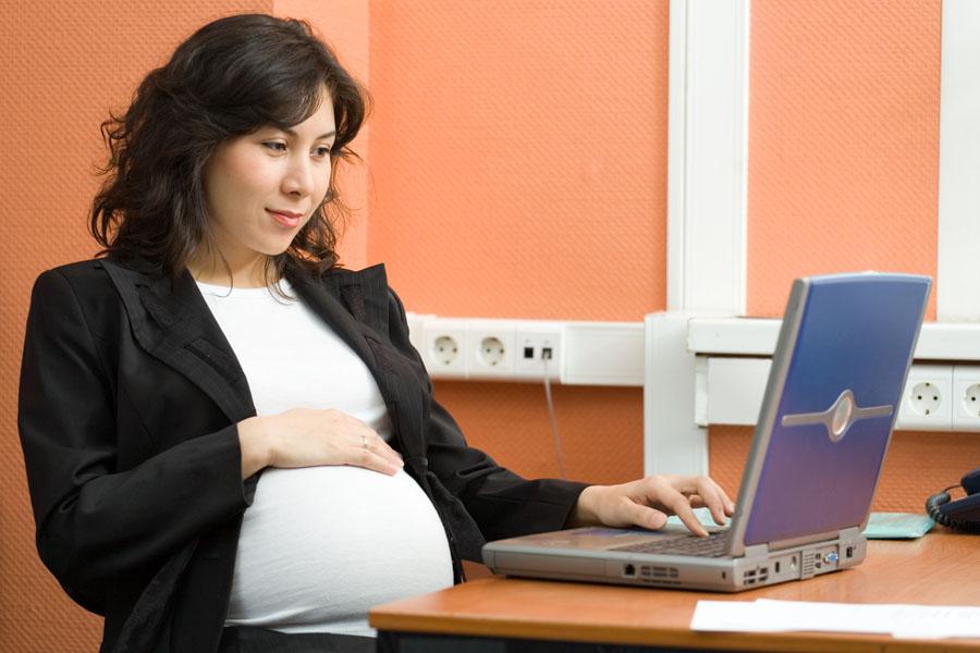 una donna incinta fa domanda per il bonus baby sitter, è troppo presto?
