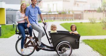 Famiglia in cargo bike